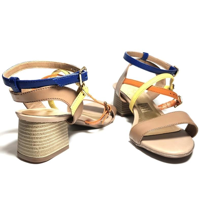 diseño atemporal 3a8c1 61f31 Sandalias de tacón piel camel con tiras tres colores