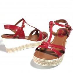 Sandalia de plataforma piel...