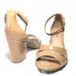 Zapato de tacón ancho