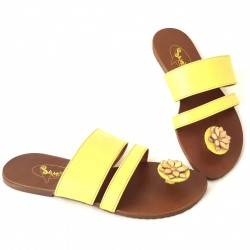 Sandalias amarilla con flor...